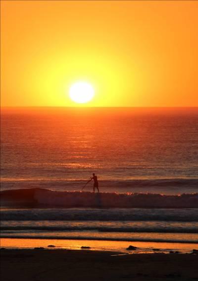 Padle sur l'océan - Coucher de soleil - Centre de séjour de Soulac sur Mer