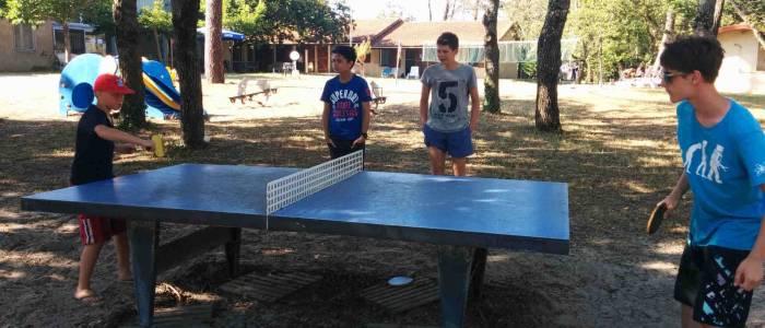 Scéance de ping pong - jeunes - Centre de Soulac sur mer