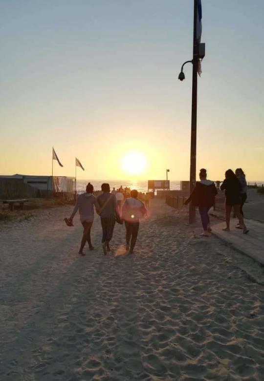 En avant pour admirer un magnifique coucher de soleil depuis la plage - Centre de Soulac sur mer