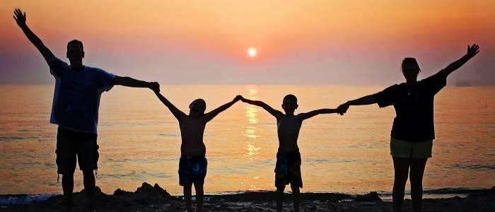 Tous les soirs finissent par un magnifique coucher de soleil en bord de plage - Centre de Séjour Soulac sur Mer