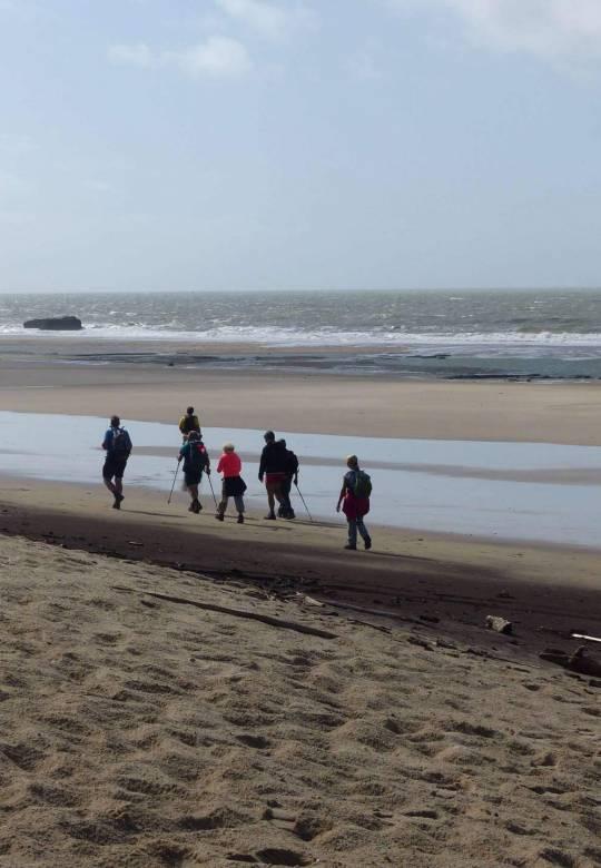 Groupe de randonneur - départ depuis la plage Sud - Centre de Séjour Soulac sur mer