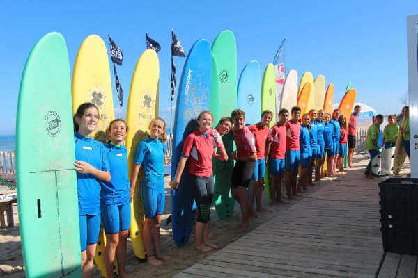 Tout est plus facile entre amis et dans la joie - Session Surf - Centre de Séjour Soulac sur Mer
